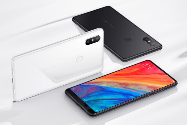 Xiaomi Mi Mix 2S horizontal desde varios ángulos